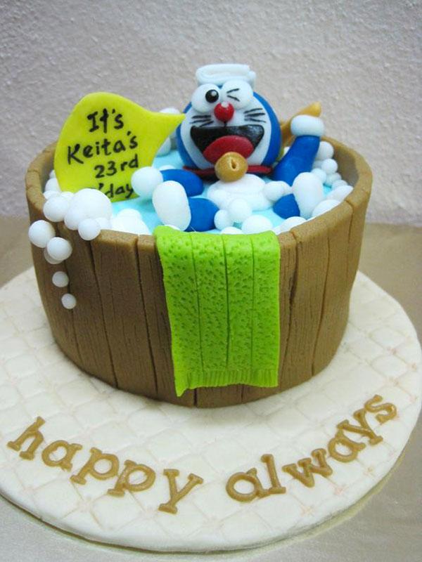 Torta di Doraemon in pasta di zucchero n.10