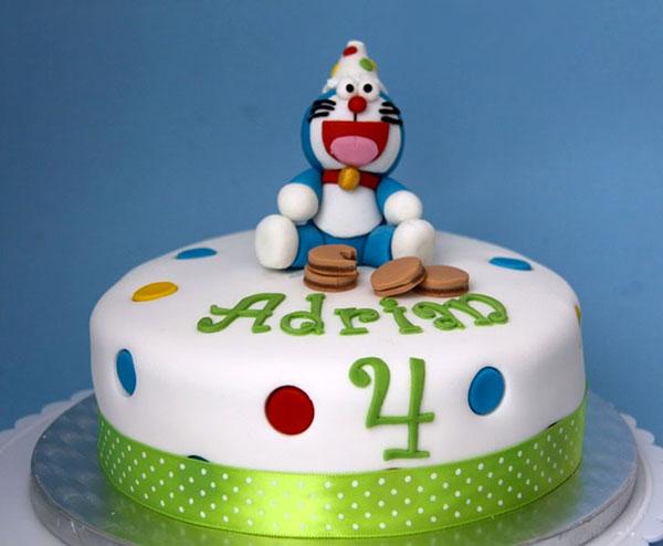 Torta di Doraemon in pasta di zucchero n.11