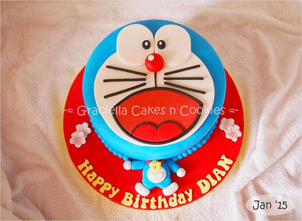 Torta di Doraemon in pasta di zucchero n.12