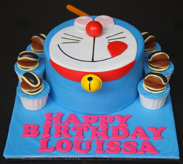 Torta di Doraemon in pasta di zucchero n.16