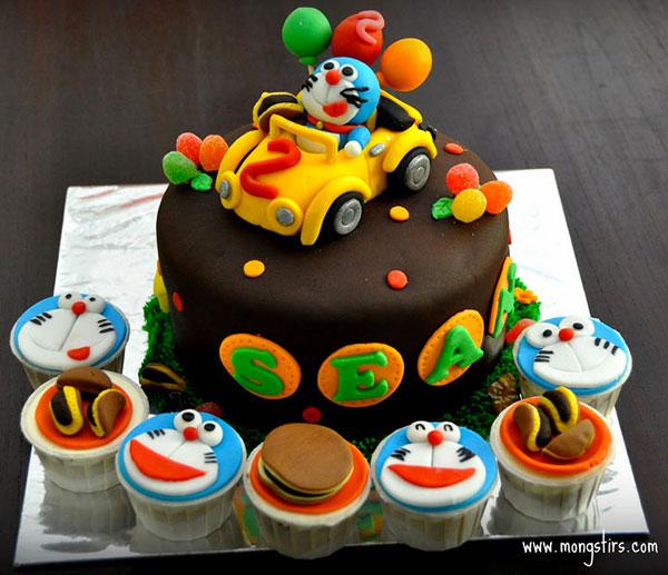 Torta di Doraemon in pasta di zucchero n.17