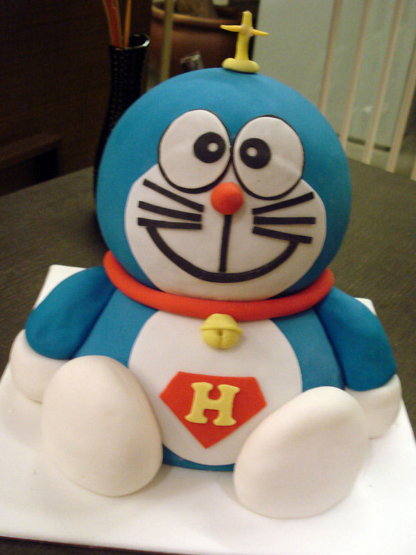 Torta di Doraemon in pasta di zucchero n.22