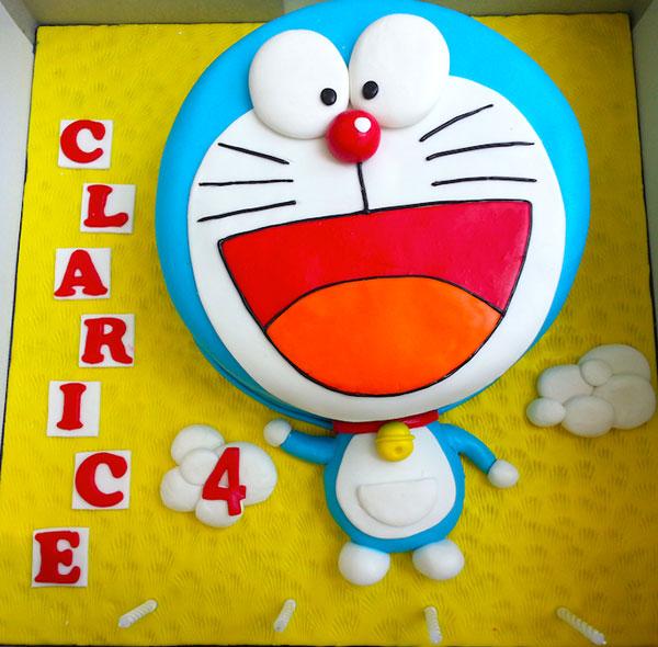Torta di Doraemon in pasta di zucchero n.23