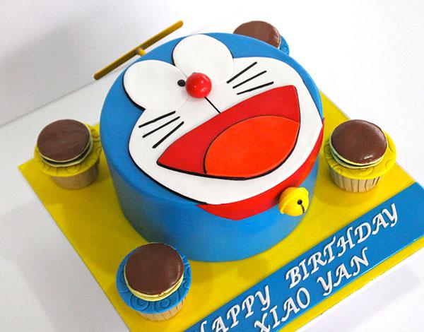 Torta di Doraemon in pasta di zucchero n.26