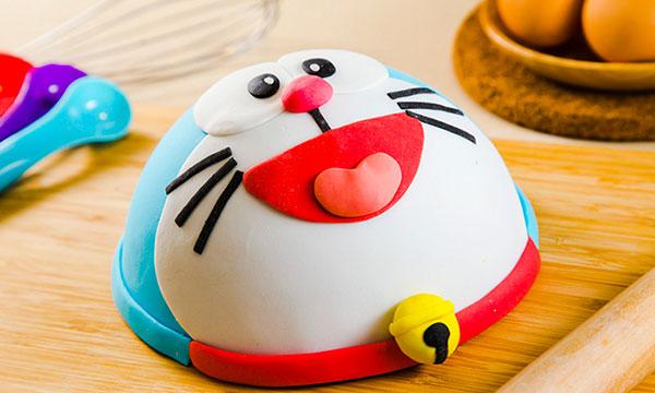 Torta di Doraemon in pasta di zucchero n.29