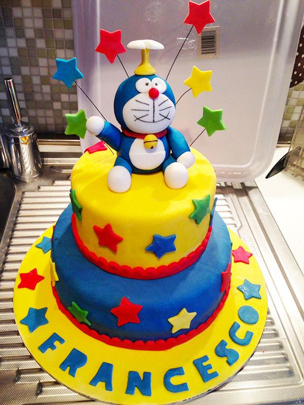 Torta di Doraemon in pasta di zucchero n.38