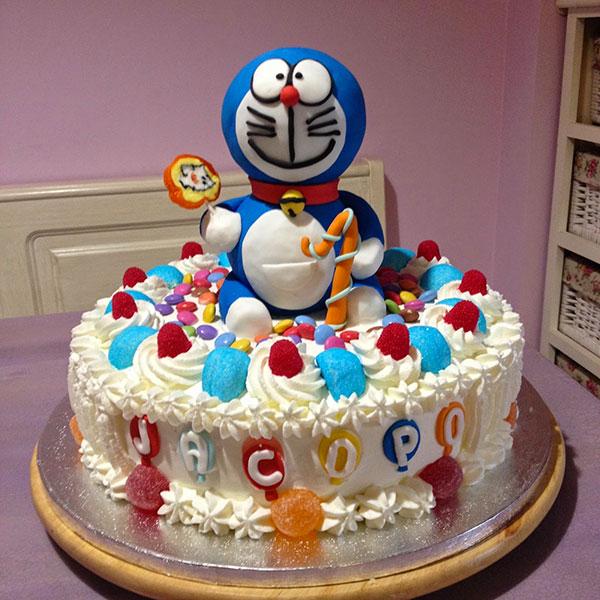 Torta di Doraemon in pasta di zucchero n.44
