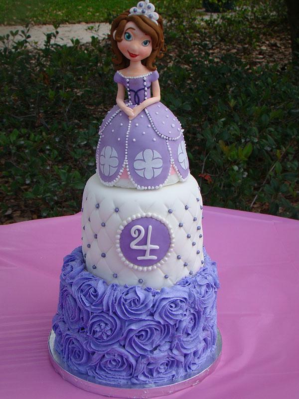 Torta di Sofia la Principessa con decorazioni in pasta di zucchero n.12