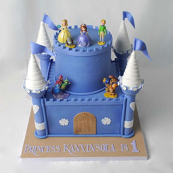 Torta di Sofia la Principessa con decorazioni in pasta di zucchero n.15