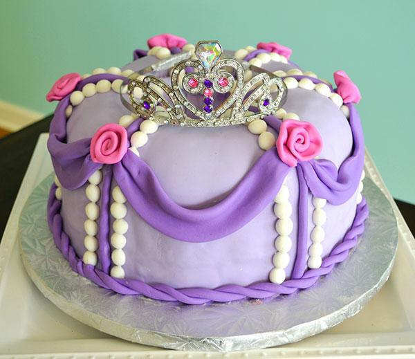 Torta di Sofia la Principessa con decorazioni in pasta di zucchero n.16