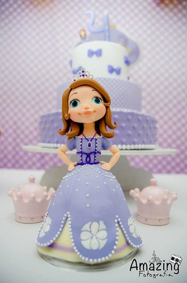 Torta di Sofia la Principessa con decorazioni in pasta di zucchero n.19