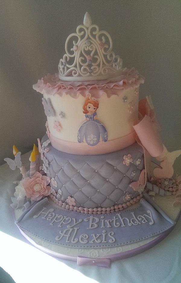 Torta di Sofia la Principessa con decorazioni in pasta di zucchero n.21