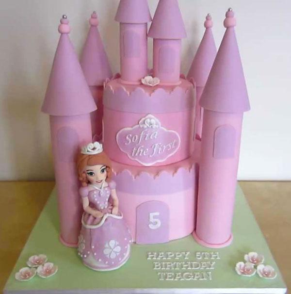 Torta di Sofia la Principessa con decorazioni in pasta di zucchero n.23