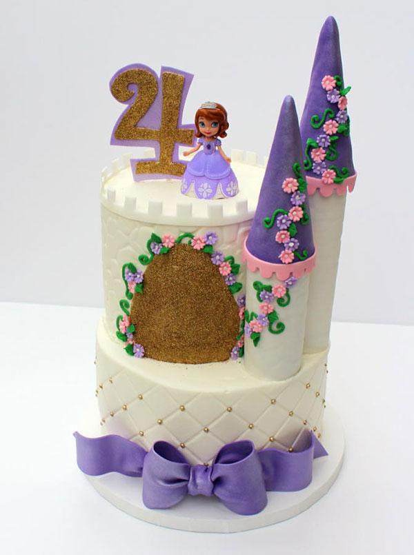 Torta di Sofia la Principessa con decorazioni in pasta di zucchero n.30