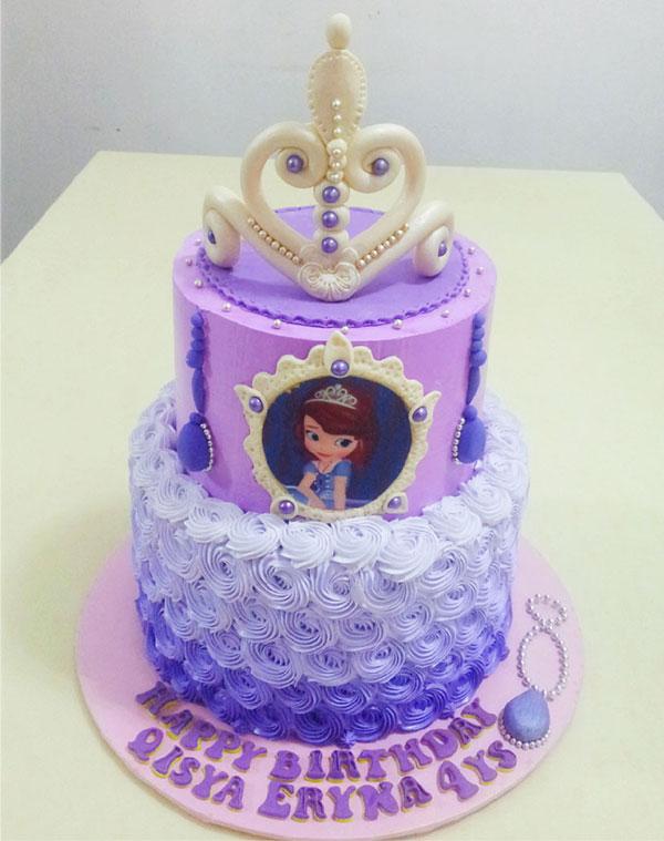Torta di Sofia la Principessa con decorazioni in pasta di zucchero n.31