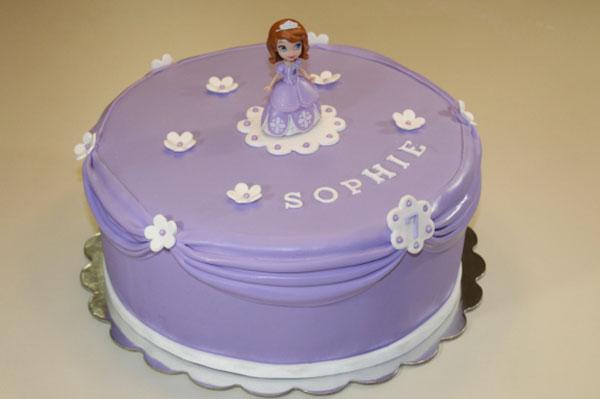 Torta di Sofia la Principessa con decorazioni in pasta di zucchero n.33