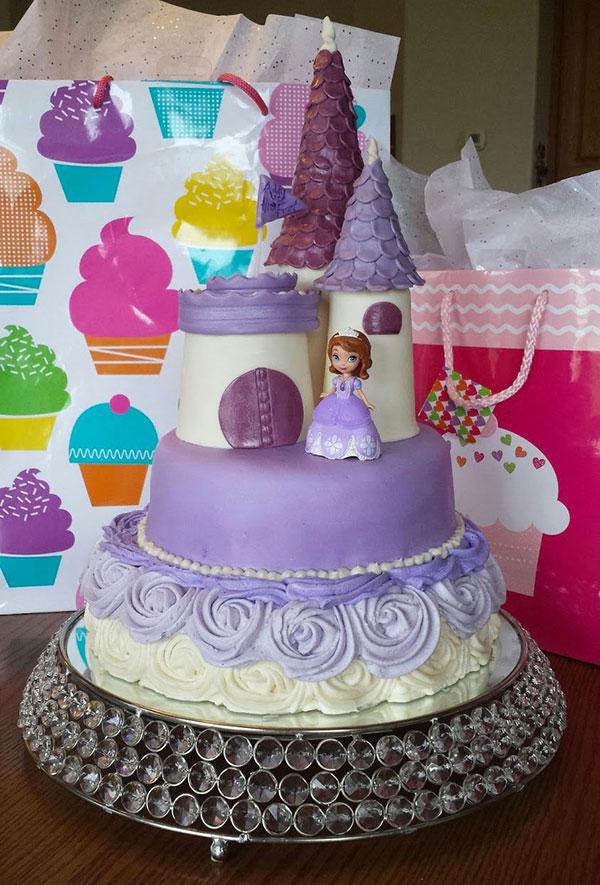Torta di Sofia la Principessa con decorazioni in pasta di zucchero n.34