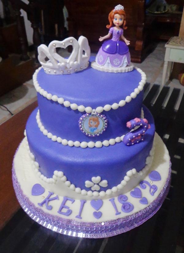 Torta di Sofia la Principessa con decorazioni in pasta di zucchero n.46