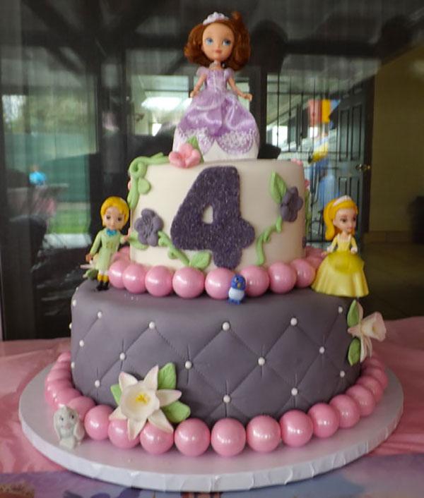 Torta di Sofia la Principessa con decorazioni in pasta di zucchero n.47
