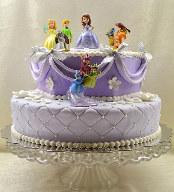 Torta di Sofia la Principessa con decorazioni in pasta di zucchero n.51