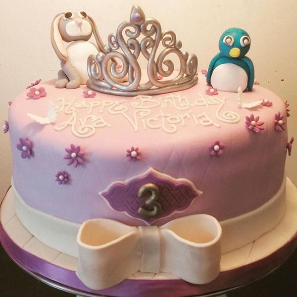 Torta di Sofia la Principessa con decorazioni in pasta di zucchero n.52