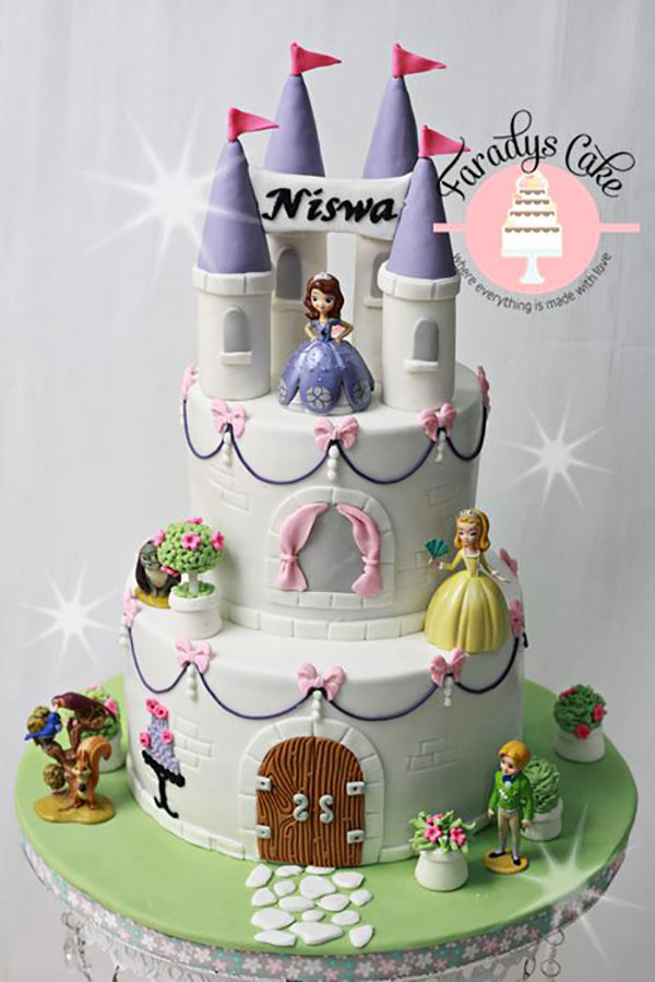 Torta di Sofia la Principessa con decorazioni in pasta di zucchero n.55