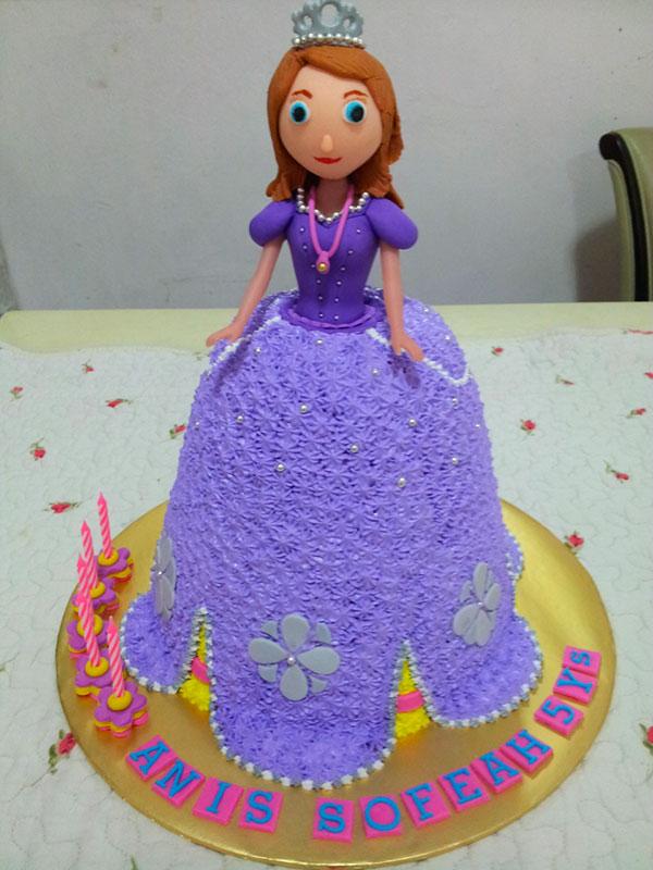 Torta di Sofia la Principessa con decorazioni in pasta di zucchero n.56