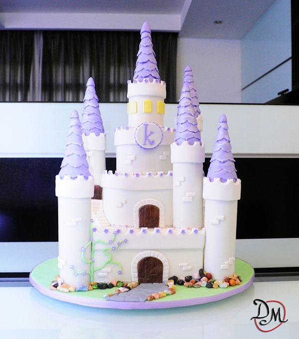 Torta di Sofia la Principessa con decorazioni in pasta di zucchero n.59