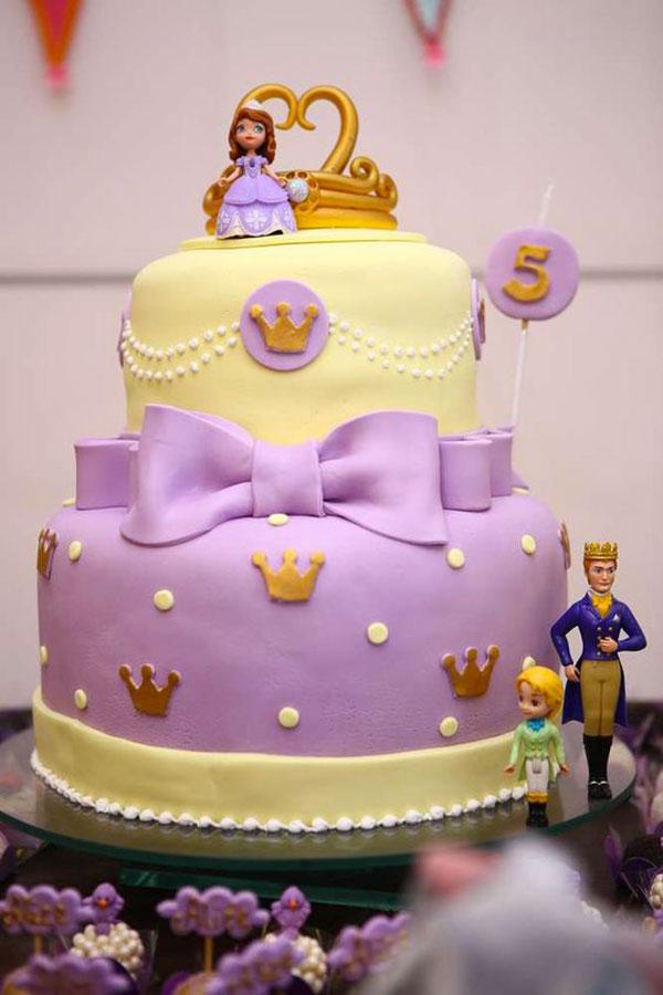 Torta di Sofia la Principessa con decorazioni in pasta di zucchero n.63