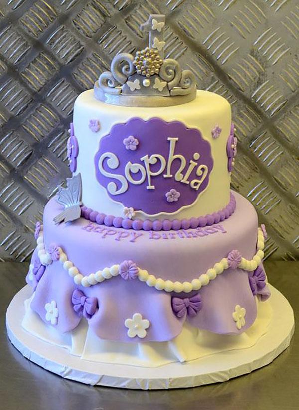 Torta di Sofia la Principessa con decorazioni in pasta di zucchero n.67