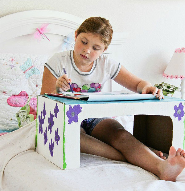 Come creare un vassoio da letto con il cartone
