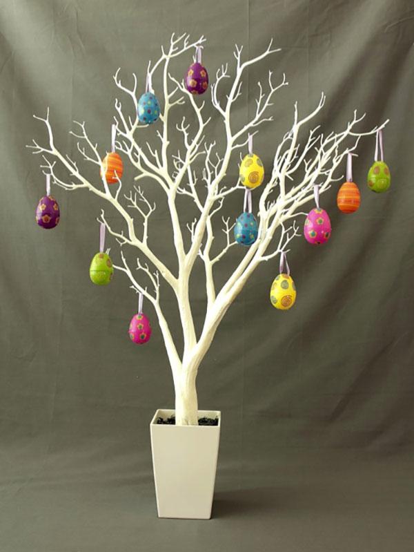 Albero di Pasqua con uova di plastica