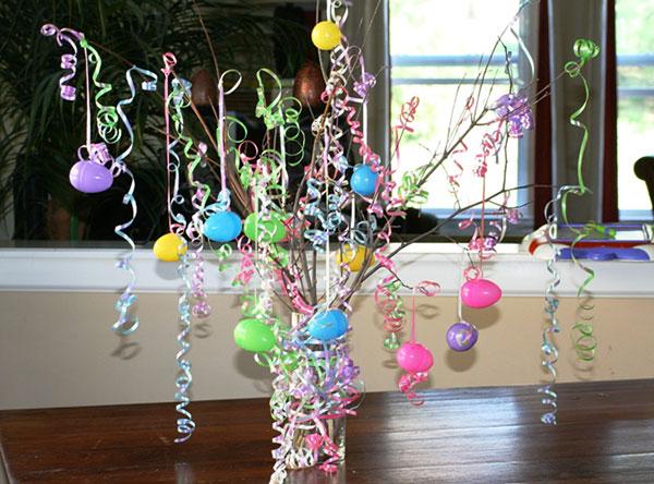 Albero di Pasqua con stelle filanti