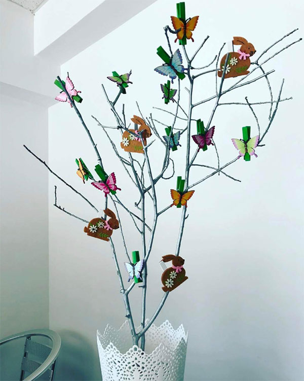 Albero di Pasqua con mollette decorate