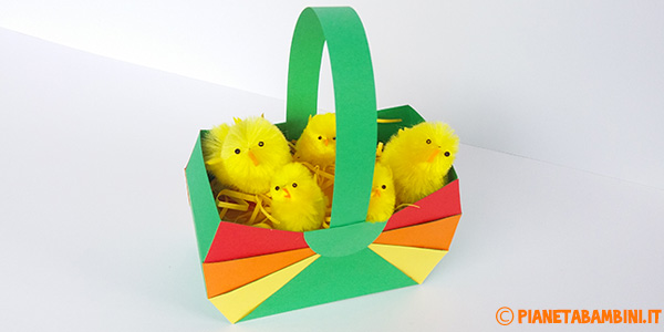 Come creare un cestino pasquale fai da te con del cartoncino colorato