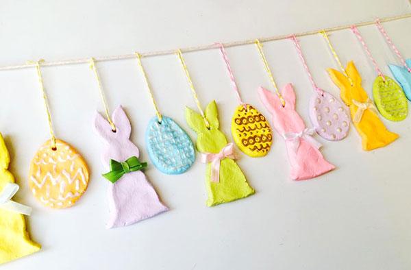 Come creare un festone di Pasqua con coniglietti e uova in pasta di sale