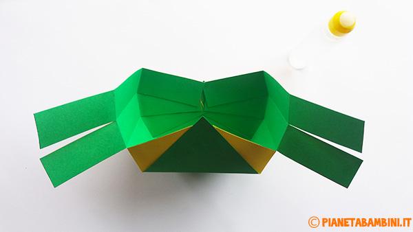 Come unire le fascette per formare il cestino pasquale di cartoncino