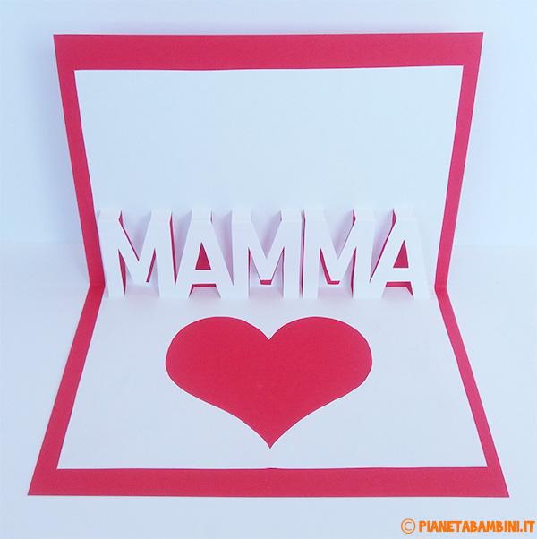 Biglietto pop-up per la festa della mamma con cuore e scritta in rilievo