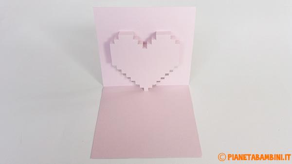 Biglietto pop-up a forma di cuore 3D completato
