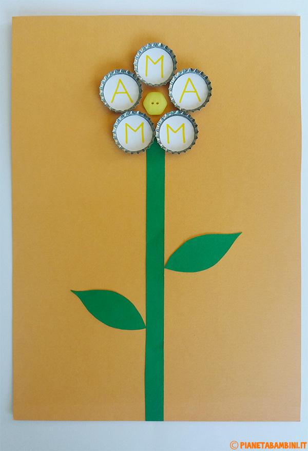 Come personalizzare il fiore con tappi e bottone