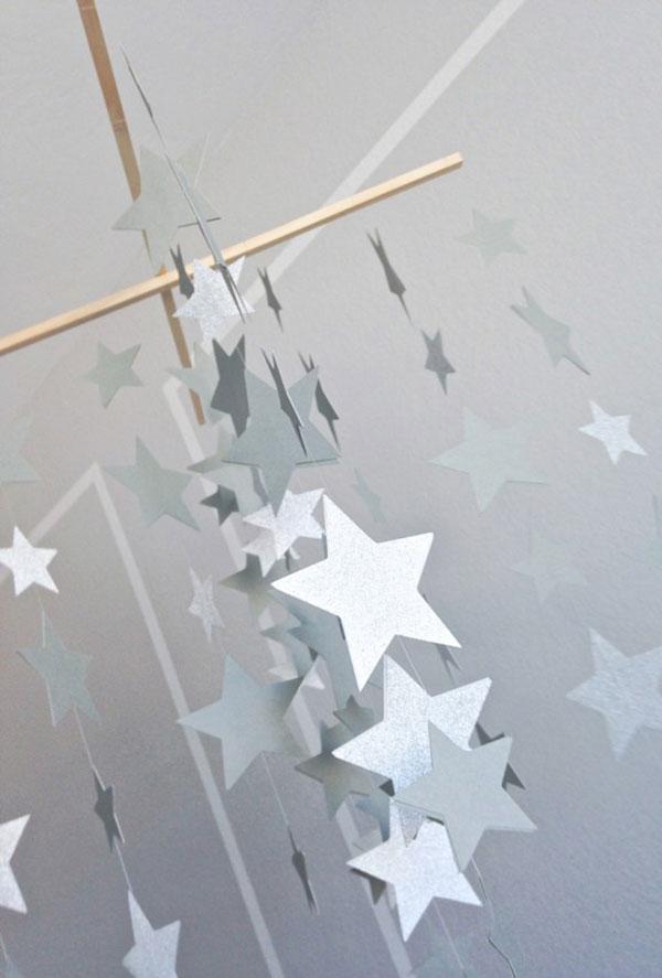 Giostrina per culla con stelle di cartoncino