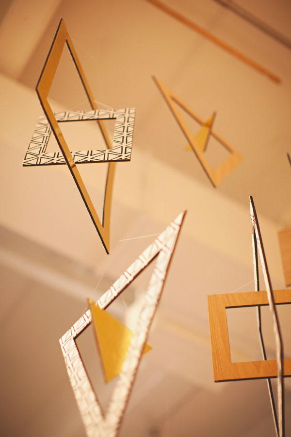 Giostrina per culla con motivi geometrici