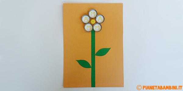 Come creare un fiore con tappi e cartoncino come lavoretto per la festa della mamma