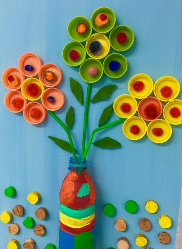 Come creare dei fiori con tappi di plastica