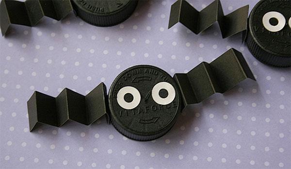 Come creare dei pipistrelli con tappi di plastica