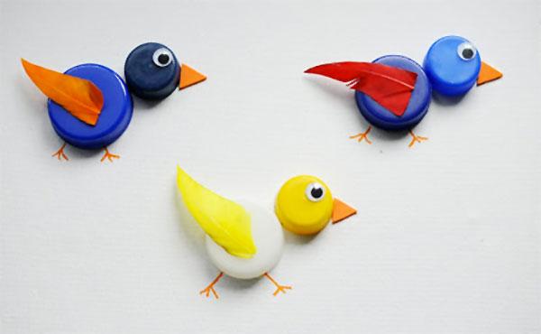 Come creare degli uccelli con tappi di plastica