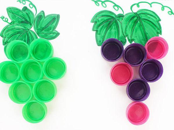 Come creare un grappolo d'uva con tappi di plastica