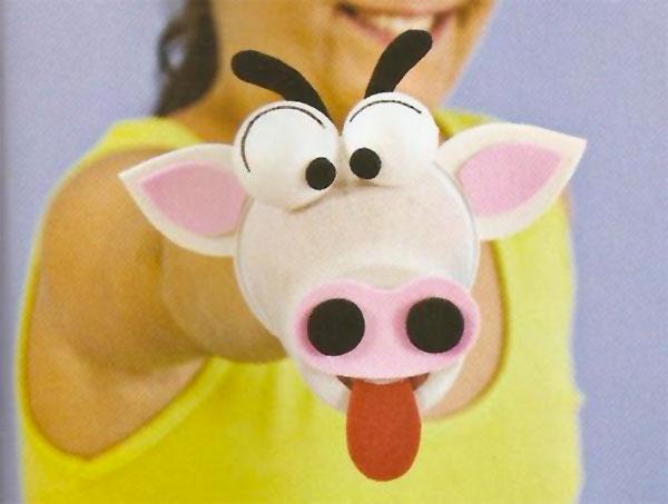 Come creare una mucca usando dei bicchieri di plastica