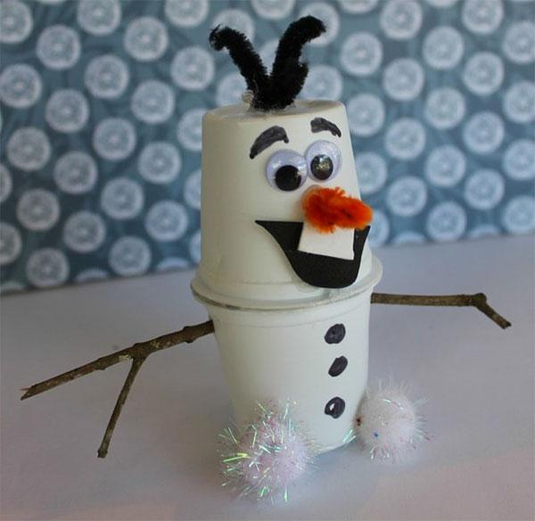 Come creare Olaf usando dei bicchieri di plastica