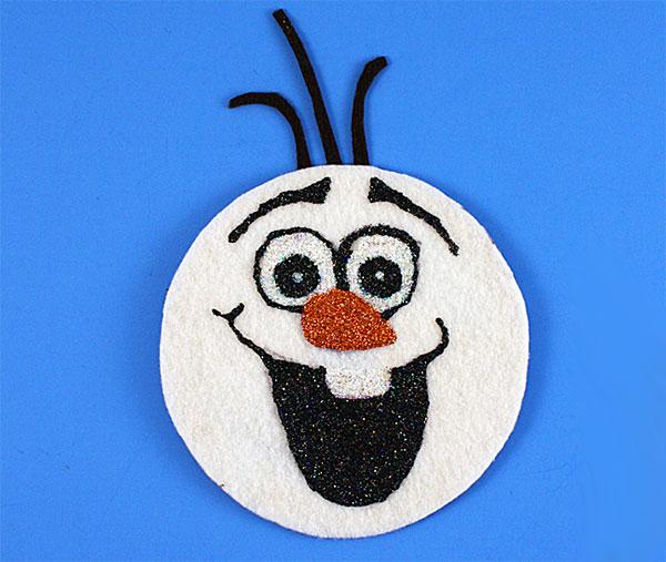 Olaf creato con CD riciclati come lavoretto di Natale